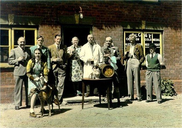 BT006 hempsheaf pub regulars col.jpg